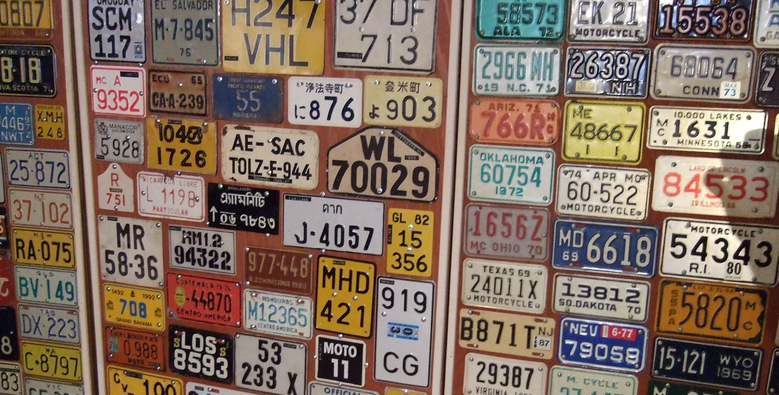 Display of car licence plates