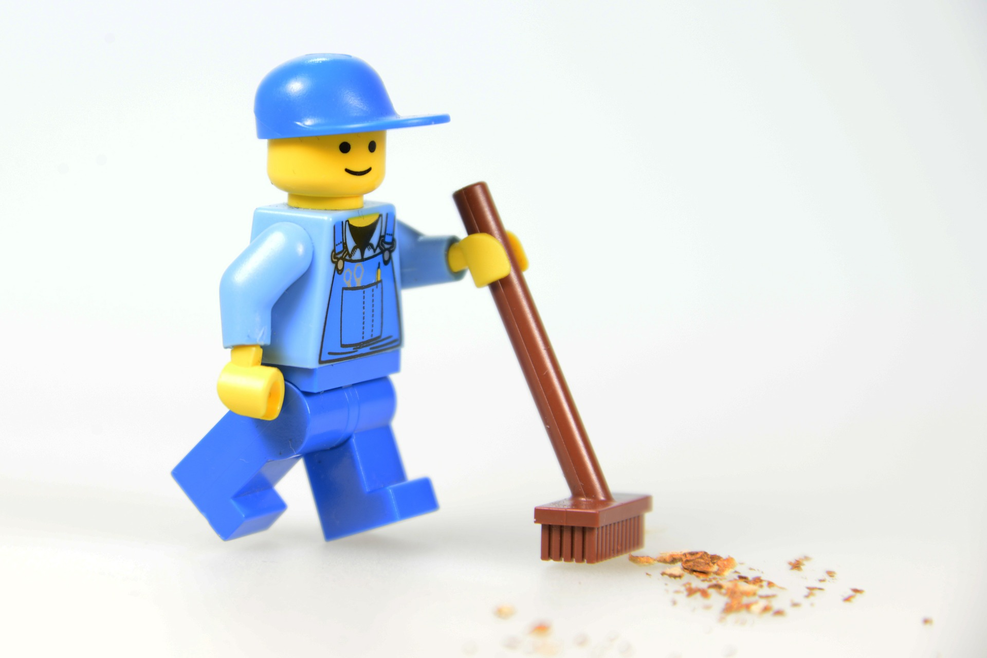 Lego man cleaning